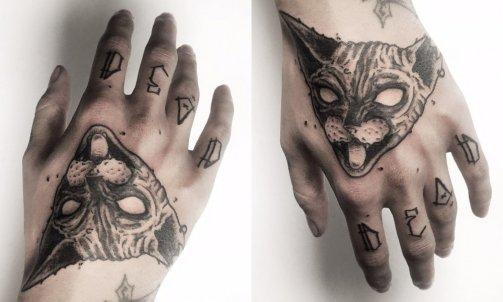 Tatouage black work à Cruseilles